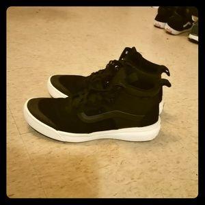 Vans Men's UltraRange Hi MTE Skateboarding Shoes